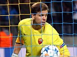Roma goalkeeper Wojciech Szczesny grabs the ball as teammate Daniele De Rossi stands beside him after BATE's Igor Stasevich scored, during the the Champions League group E soccer match between Bate Borisov and Roma, in Borisov, Belarus, Tuesday, Sept. 29, 2015. (AP Photo/Sergei Grits)