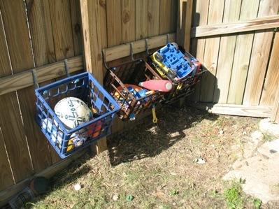 outdoor-toy-storage-hacks
