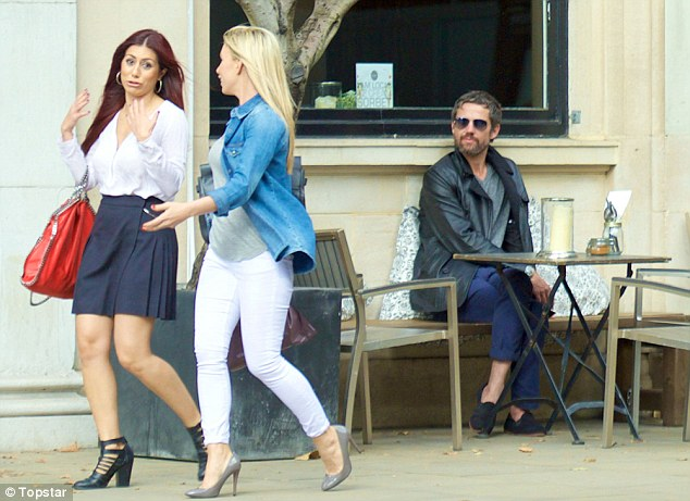 Relight HIS Fire! Jason Orange was recently spotted sitting outside organic café Down to Earth in London, where he was caught admiring various groups of ladies