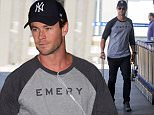 EXCLUSIVE: Chris Hemsworth departs Melbourne airport.\nChris Hemsworth was seen arriving at Melbourne airport after attending the AFL Grand Final with his brother Liam and other mates yesterday.\nA casually dressed Chris stopped to take some photographs with fans as he walked through the terminal\n\nPictured: Chris Hemsworth\nRef: SPL1143144  041015   EXCLUSIVE\nPicture by: Splash News\n\nSplash News and Pictures\nLos Angeles: 310-821-2666\nNew York: 212-619-2666\nLondon: 870-934-2666\nphotodesk@splashnews.com\n
