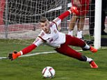 epa04966408 Spanish national soccer goalkeeper David de Gea in action during a training session held at Las Rozas sports city, in Madrid, Spain, 06 october 2015. Spain will face Luxembourg on 09 October and Ukranie on 12 October in their upcoming UEFA EURO 2016 qualifying soccer matches.  EPA/Alberto Martin