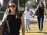 8.OCTOBER.2015 - BRENTWOOD - USA JENNIFER GARNER TAKES VIOLET AFFLECK TO THE DOCTOR IN BRENTWOOD. BYLINE MUST READ:  XPOSUREPHOTOS.COM **NOT AVAILABLE FOR GERMANY, AUSTRIA OR SWITZERLAND** ***UK CLIENTS - PICTURES CONTAINING CHILDREN PLEASE PIXELATE FACE PRIOR TO PUBLICATION *** **UK AND USA CLIENTS MUST CALL PRIOR TO TV OR ONLINE USAGE PLEASE TELEPHONE 0208 344 2007*
