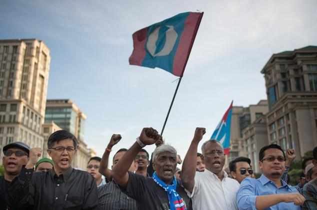 Supporters of Malaysian opposition leader Anwar Ibrahim shout slogans outside the Federal Court in Putrajaya, outside Kuala Lumpur, on February 10, 2015