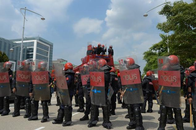 Malaysian riot-police stand guard outside the Federal Court in Putrajaya, outside Kuala Lumpur, on February 10, 2015