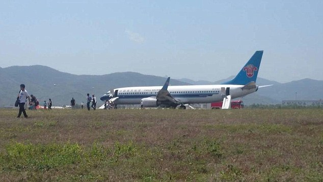 A China Southern Airlines plane bound for Bangkok had to make an emergency landing on tropical Hainan island after its fire alarm went off mid-flight. Ten passengers were injured on the evacuation slides