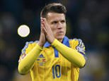 Ukraine's Yevhen Konoplyanka greets supporters after the Euro 2016 group C qualifying soccer match against Spain at the Olympic stadium in Kiev, Ukraine, October 12, 2015. REUTERS/Valentyn Ogirenko