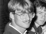 """Zusammen mit seinen Mannschaftskameraden des TuS Ergenzingen sitzt der heutige Trainer vom Fu?ball-Bundesligisten Borussia Dortmund J?rgen Klopp (l) nach einem A-Jugend-Turnier 1985 in einem Hamburger Hotel. Der 43-J?hrige, geboren in Stuttgart und aufgewachsen in Glatten im Schwarzwald, spielte als A-Jugendlicher und auch ein halbes Jahr als Aktiver unter Baur beim TuS Ergenzingen. Foto: Privat dpa/lhe/lsw (zu dpa-Korr """"Klopps Anf?nge: ?Seit zehn Minuten Trainer?"""" vom 20.04.2011, nur schwarzwei?)"""