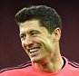 epa04984274 Bayern Munich's Robert Lewandowski during a training session at the Arsenal Stadium in London, Britain, 19 October 2015. Bayern Munich will play against Arsenal in a UEFA Champions League group F soccer match at the Arsenal Stadium in London on 20 October 2015.  EPA/FACUNDO ARRIZABALAGA