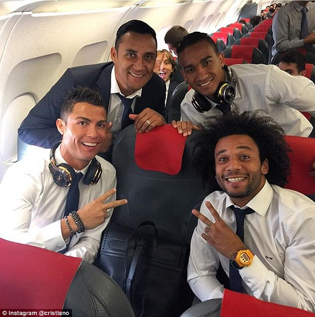 Cristiano Ronaldo poses for a photo with Keylor Navas (top left), Danilo (top right) and Marcelo (bottom right)