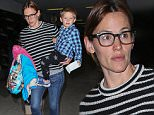 21 Oct 2015 - LOS ANGELES - USA  JENNIFER GARNER AT LAX   BYLINE MUST READ : XPOSUREPHOTOS.COM  ***UK CLIENTS - PICTURES CONTAINING CHILDREN PLEASE PIXELATE FACE PRIOR TO PUBLICATION ***  **UK CLIENTS MUST CALL PRIOR TO TV OR ONLINE USAGE PLEASE TELEPHONE  44 208 344 2007 ***
