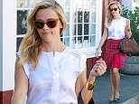21 October 2015. Reese Witherspoon is pictured out in Brentwood. Credit: BG/GoffPhotos.com   Ref: KGC-300/151021FZ1 **UK, Spain, Italy, China, South Africa Sales Only**