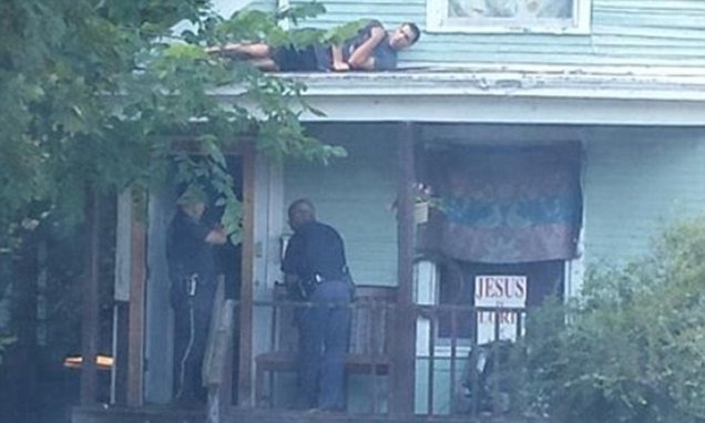 Suspect hides on roof while Michigan cops search the house