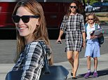 22 Oct 2015 - SANTA MONICA - USA  JENNIFER GARNER AND DAUGHTER VIOLET AT BRISTOL FARMS IN SANTA MONICA.   BYLINE MUST READ : XPOSUREPHOTOS.COM  ***UK CLIENTS - PICTURES CONTAINING CHILDREN PLEASE PIXELATE FACE PRIOR TO PUBLICATION ***  **UK CLIENTS MUST CALL PRIOR TO TV OR ONLINE USAGE PLEASE TELEPHONE  44 208 344 2007 ***