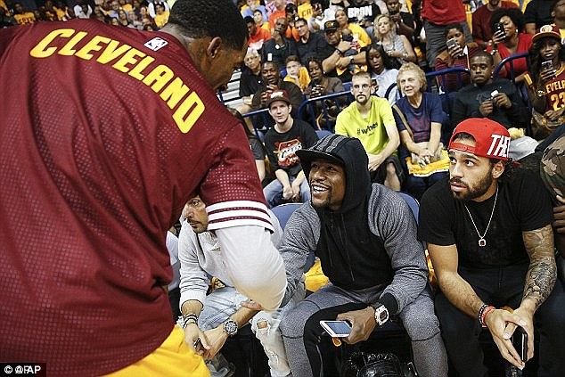 Mayweather was courtside for another pre-season game between Atlanta Hawks and Cleveland Cavaliers