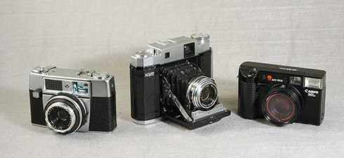 Which of these cameras is the rangefinder?