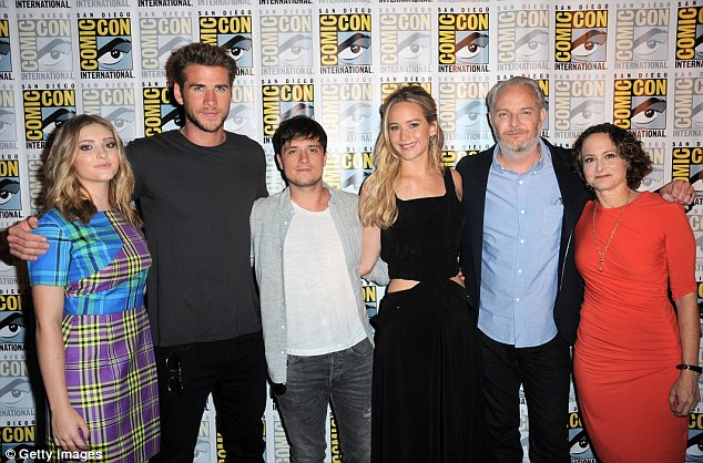 One big family: L to R: Willow Shields, Liam, Josh, Jennifer, Director Francis Lawrence, and producer Nina Jacobson smiled as they prepared to address crowds at Comic-Con