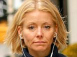 UK CLIENTS MUST CREDIT: AKM-GSI ONLY EXCLUSIVE: New York, NY - A makeup free Kelly Ripa takes a stroll in New York City.  Pictured: Kelly Ripa Ref: SPL1180969  191115   EXCLUSIVE Picture by: AKM-GSI / Splash News