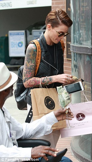 She looked perfectly groomed as she concentrated on finding some cash