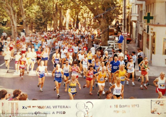Muriel Brown (number 550) on the way to becoming a veteran world champion in 1983