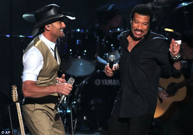 Collaboration: Tim McGraw joined Richie to perform Sail On
