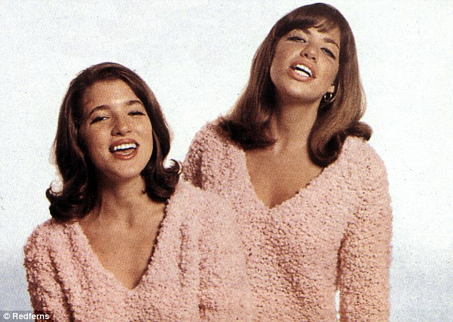 Scndal:Sean Connery proposed a threesome with Carly Simon 9right) and her sister Lucy (left) in 1965 when the three were on the same ship from London to New York