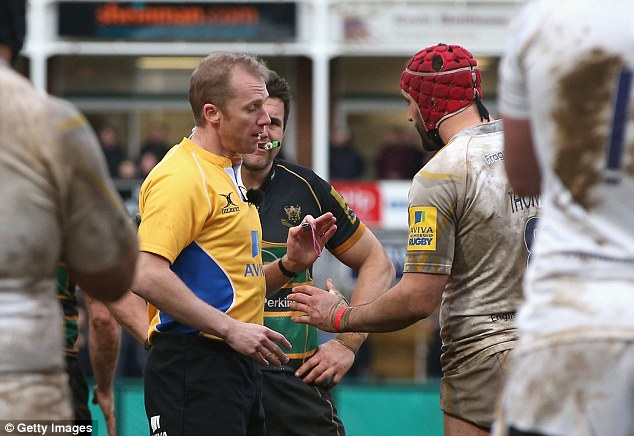 Had enough of that: Referee Wayne Barnes sent Worcester's Jonathan Thomas (right) off for a punch