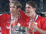 B123 - 19990527 - BARCELONA, SPAIN : Manchester United s brothers Phil (left) and Gary Neville hold the Cup after winning 2-1 against Bayern Munich in the European Champions League final, at Camp Nou stadium in Barcelona late Wednesday 26 May 1999. (**DIGITAL IMAGE**) EPA PHOTO EFE/ANDREU DALMAU...SPO...SOCCER