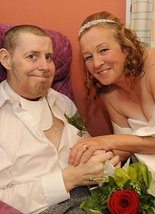 Terminally ill father writes down his vows after throat cancer took his voice so he can