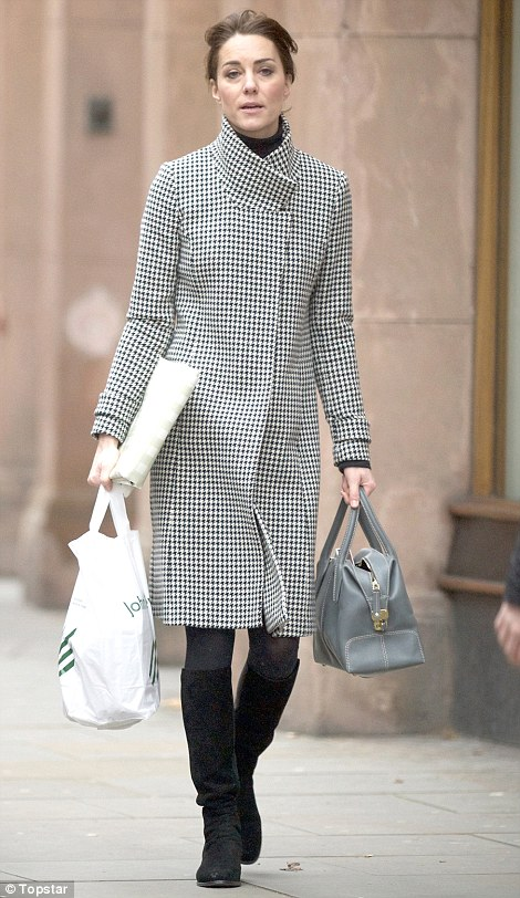 Kate spotted yesterday in Chelsea