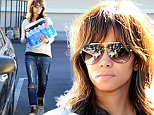Mandatory Credit: Photo by Startraks Photo/REX Shutterstock (5491331c)\n Halle Berry\n Halle Berry out and about, Los Angeles, America - 12 Dec 2015\n Halle Berry goes shopping at Ralph's Grocery Store\n