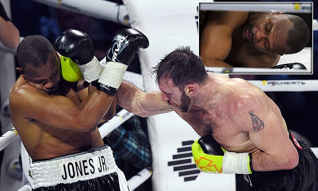 Enzo Maccarinelli defeats Roy Jones Jnr with devastating fourth-round knockout