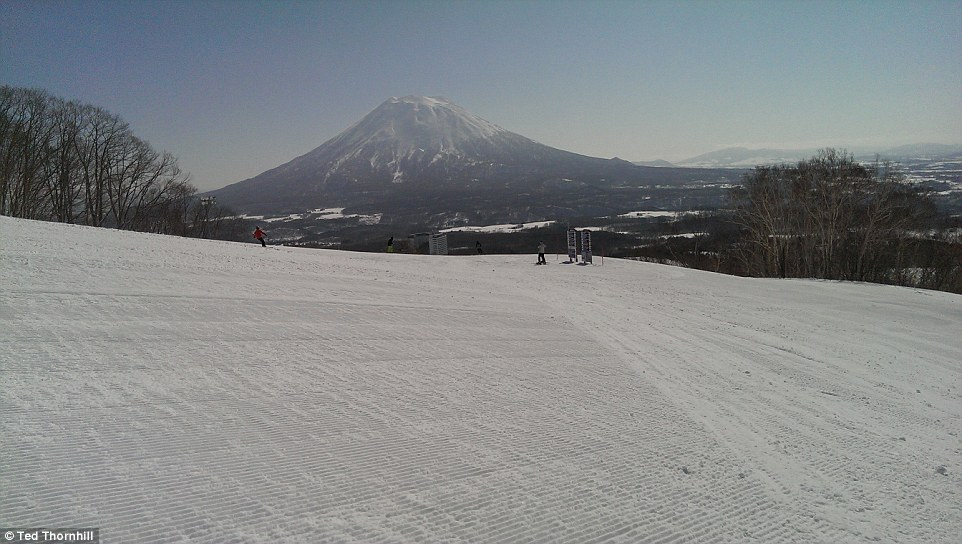 One of the most striking attractions about Niseko is how empty the pistes often are - though there aren't very many of them