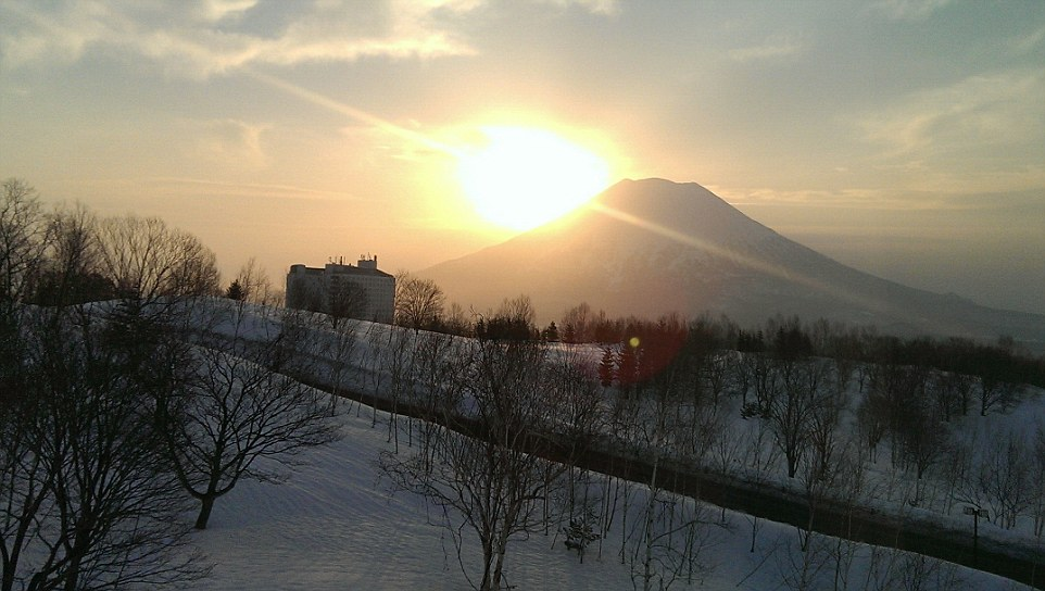 The view from Ted's window at Kasara Townhouse at sunrise - vistas don't come much more spectacular
