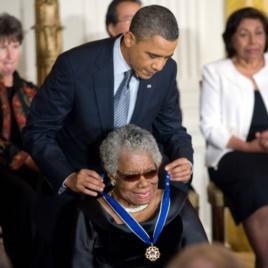 ABŞ - Prezident Obama Maya Angelou-nu Azadlıq Medalı ilə təltif edir, 2011