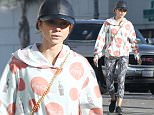 146253, Sarah Hyland spotted out shopping with a friend at Urban Outfitters and a CVS in LA. Los Angeles, California - Wednesday December 23, 2015. Photograph: Sam Sharma, © PacificCoastNews. Los Angeles Office: +1 310.822.0419 sales@pacificcoastnews.com FEE MUST BE AGREED PRIOR TO USAGE