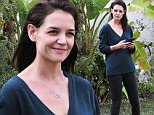 Mandatory Credit: Photo by Startraks Photo/REX/Shutterstock (5540170d)\n Katie Holmes\n Kaite Holmes out and about, Los Angeles, America - 11 Jan 2016\n Kaite Holmes Waiting For A Car To Pick Her Up\n