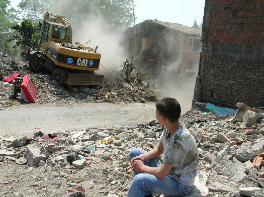 Watching the demolition of a thousand years of culture. (Photo: Hacer Foggo)