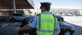 GNR apreende roupa contrafeita e detém 10 condutores