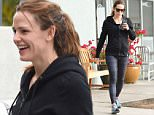 Single Jennifer Garner is all smile in Brentwood jan 30, 20916 /X17online.com