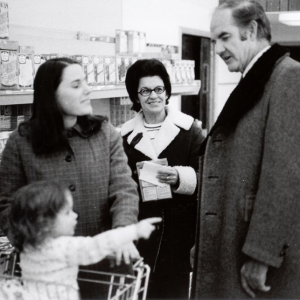 George McGovern campaigns in a supermarket before the 1972 primary. (Photo courtesy of the New Hampshire Institute of Politics & Political Library at Saint Anselm College)
