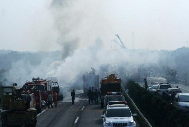 This photo taken on November 5, 2010 shows heavy smoke after a 41-vehicle pile up on a fog-shrouded highway near Zhangshu, in eastern China's Jiangxi provinc...