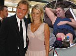 Melbourne, January 31, 2005. Australian cricketer Shane Warne arrives at the Red Carpet ceremony with his wife Simone Warne, for the 2005 ALLAN BORDER MEDAL at the Crown Casino. (AAP Image/Joe Castro) NO ARCHIVING