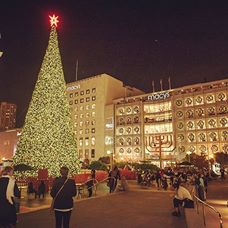 'May your days be Merry & Bright! Join us for a little holiday cheer tonight! #UnionSquareSF If you're looking for a little holiday gift buying inspiration - visit our blog: http://www.visitunionsquaresf.com/blog/'