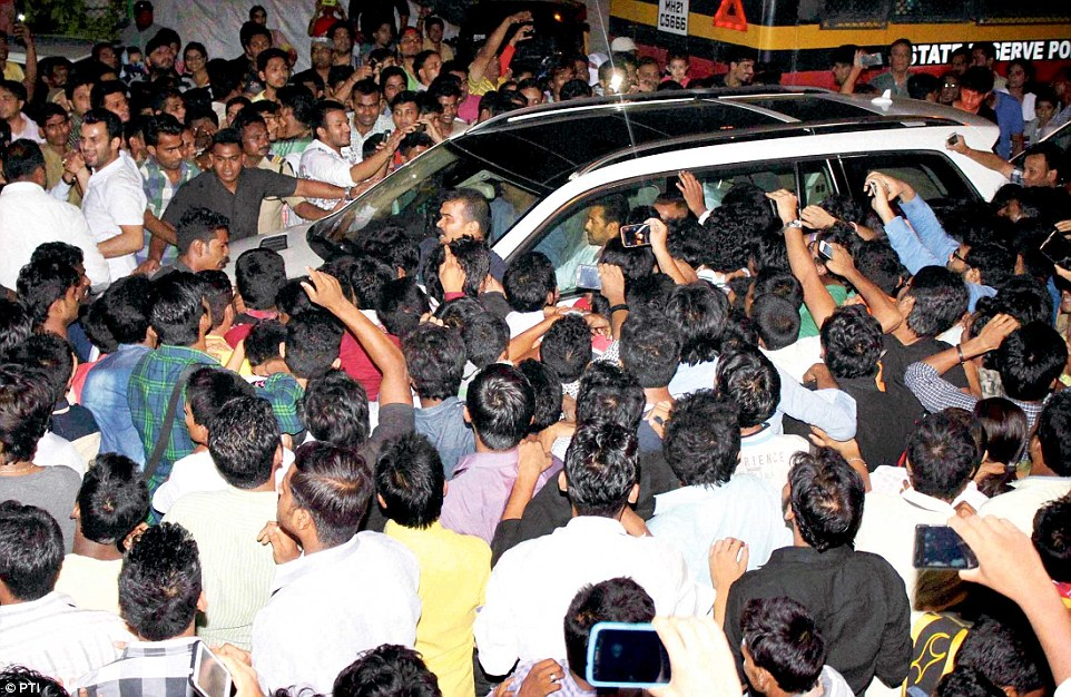 Fans mob Salman Khan's car as he returns home after getting two-day interim bail from the Bombay High Court