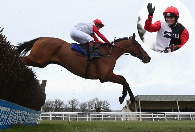 Victoria Pendleton wins her first race as a jockey on Pacha Du Polder at Wincanton