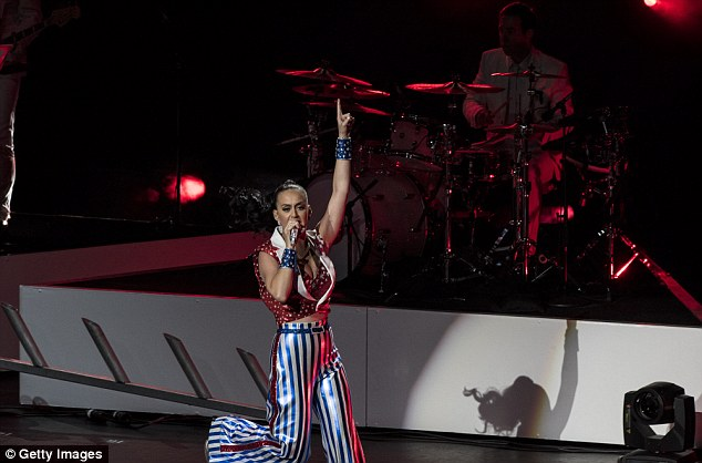 Uncle Sam vibes: The patriotic star didn't let-up as she performed at Hillary Clinton's benefit