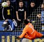 epa05191318 Malaga CF's Cameroonian goalkeeper Idriss Carlos Kameni (C) can't save the ball next to Valencia CF's Russian midfielder Denis Cheryshev (R), during the Spanish Liga Primera Division soccer match played at La Rosaleda stadium in Malaga, southern Spain, 02 March 2016.  EPA/JORGE ZAPATA