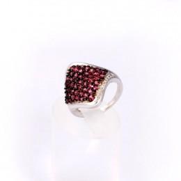 Серебряное кольцо с родолитами в ромбе и цирконами