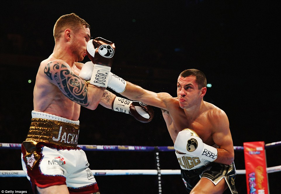 Quigg stretches out to land a shot at Frampton as the bout slowly heats up at the Manchester Arena on Saturday