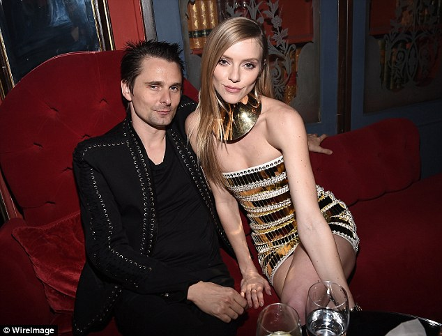 Sitting pretty: Elle had her model poses down while enjoying drinks with her man